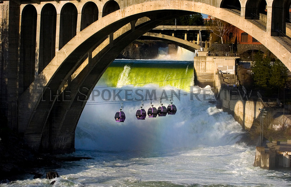 SPOKANE FALLS AND GONDOLAS
