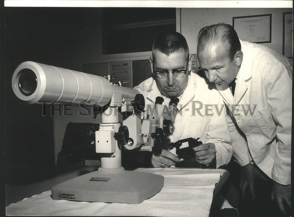 1965 Press Photo Robert Rauschke & Charles Bliesner at Sheriff Crime Laboratory