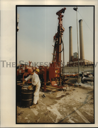 1993 Press Photo Worker seals Drum filled with Dirt and Oil after Drilling
