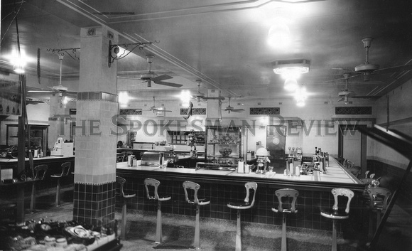 KRESS AND COMPANY LUNCH COUNTER 1931