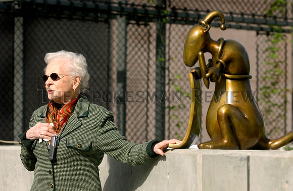 MAC SCULPTURE ELIZABETH WELTY